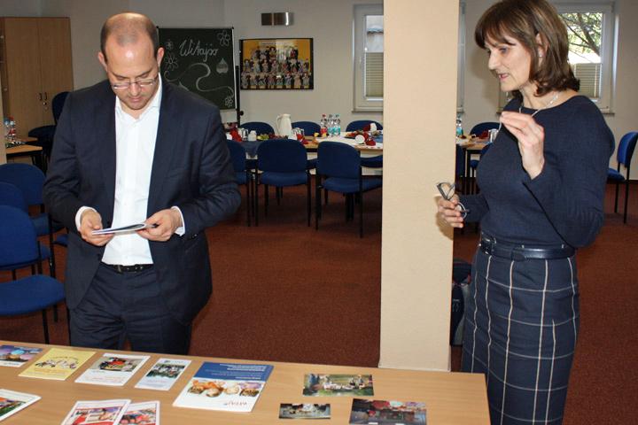 Staatssekretär Tobias Dünow im WITAJ-Sprachzentrum